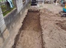 この墓地は 間口5.5m 奥行1m 四件の墓地のサムネイル