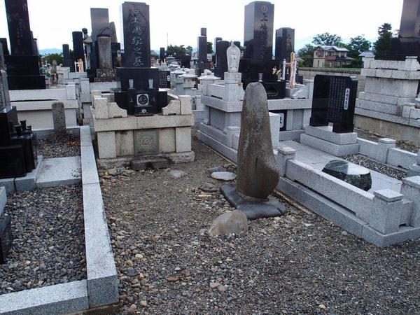 当店の先代が手掛けたお墓。